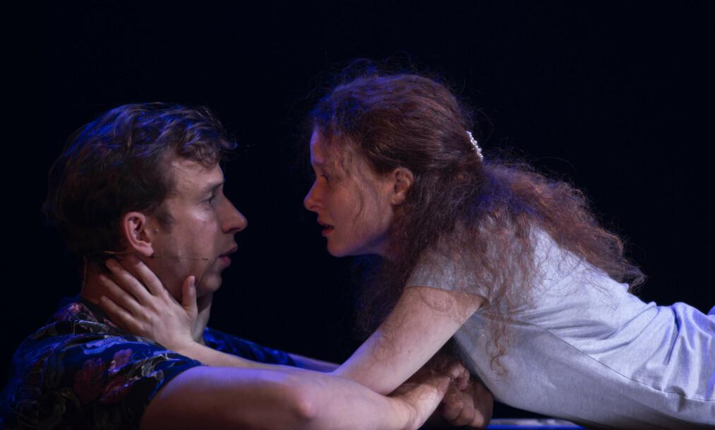 <strong>HUN, HAN OG KJÆRLIGHETEN:</strong> Hanna-Maria Grønneberg og Herbert Nordrum imponerer som Romeo og Julie. Foto: Erik Berg