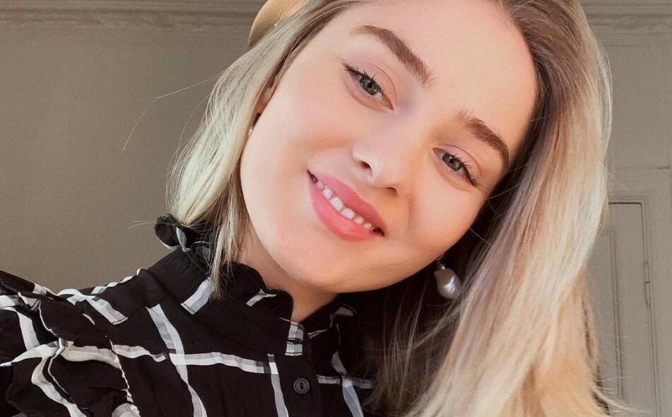 HEVER STEMMEN: Moteprofilen Marie Wolla setter søkelys på retusjering og urealistiske skjønnhetsidealer på sosiale medier med oppsiktsvekkende demonstrasjon. FOTO: Instagram (@mariewolla)