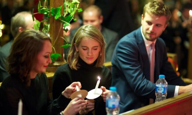SIDE OM SIDE: Cressida Bonas (midten) og kjæresten Harry Wentworth-Stanley fotografert under et veldedighetsarrangement i London i 2017. Da hadde de akkurat funnet tilbake til hverandre igjen. FOTO: NTB Scanpix