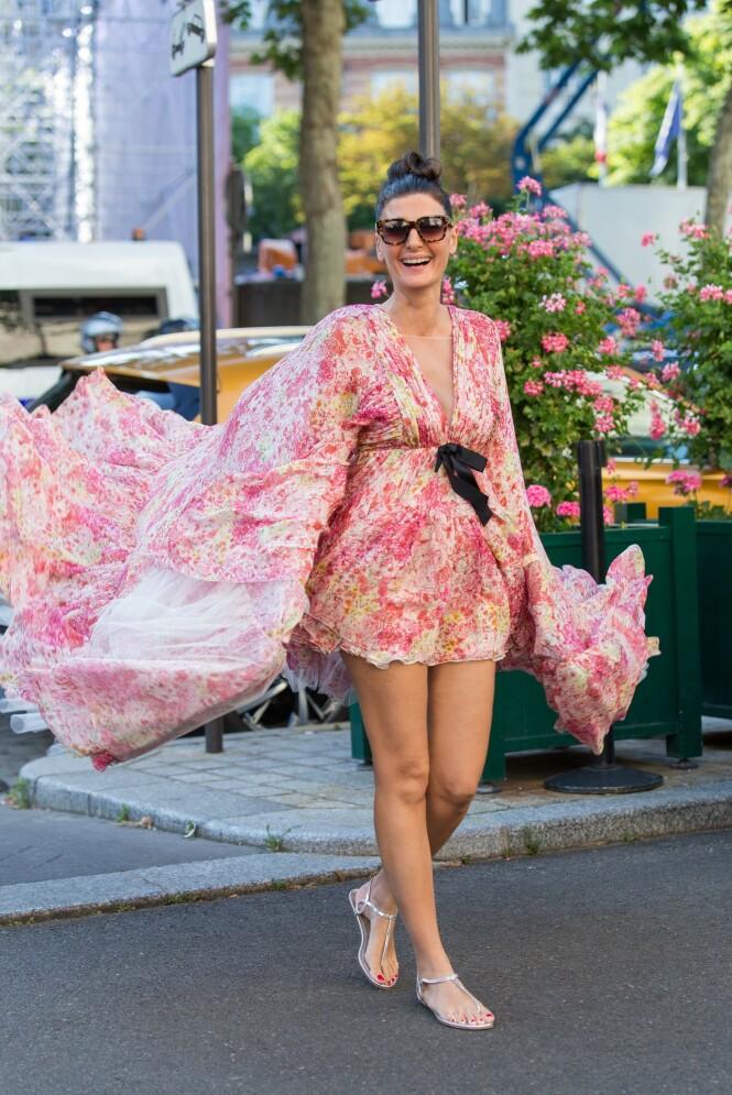 TIL FEST: Se så fint skoene passer med en blomstrete kjole! Foto: Scanpix