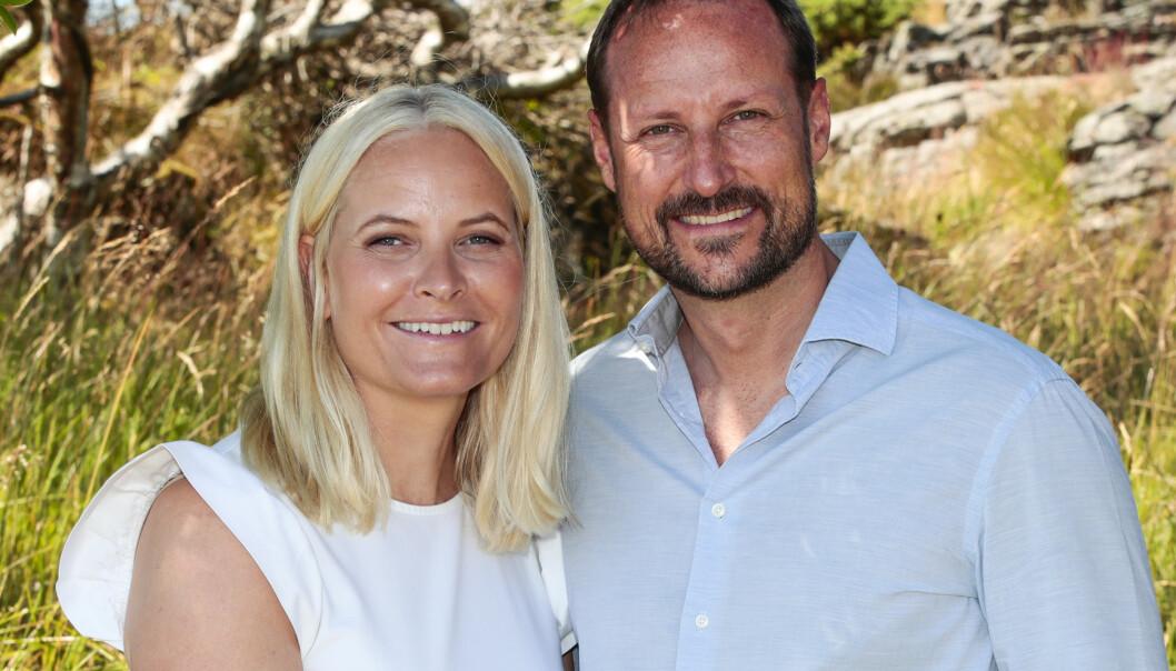 FYLLER ÅR: Kronprinsparet tilbragte store deler av sommeren på Sørlandet i år. Mette-Marit har bursdag i dag, mens Haakon fylte år tidligere i sommer. Foto: NTB Scanpix