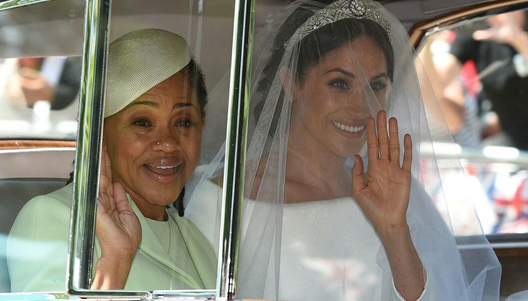 NÆRT FORHOLD: Hertuginnen og hennes mor, Doria, har et svært godt forhold. Her er de avbildet under bryllupet i mai i fjor. Foto: NTB Scanpix