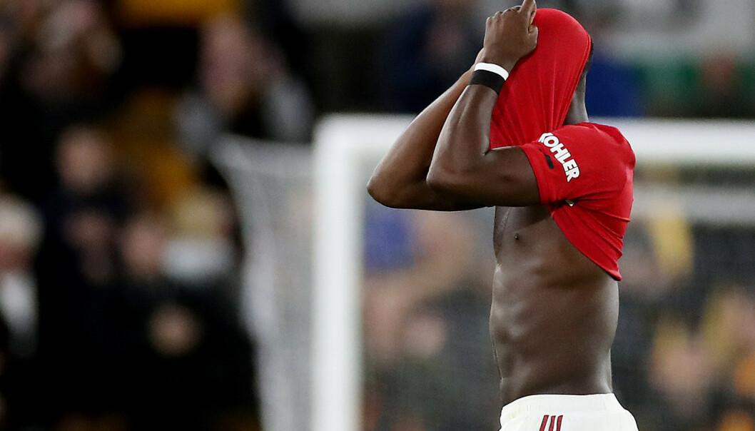 MISSET STRAFFESPARK: Paul Pogba skjøt hardt, men nogså for lavt da han hadde muligheten til å gi Manchester United 2-1 fra straffemerket. Hva han mente om det ser du av bildet. Foto: Action Images via Reuters/Carl Recine