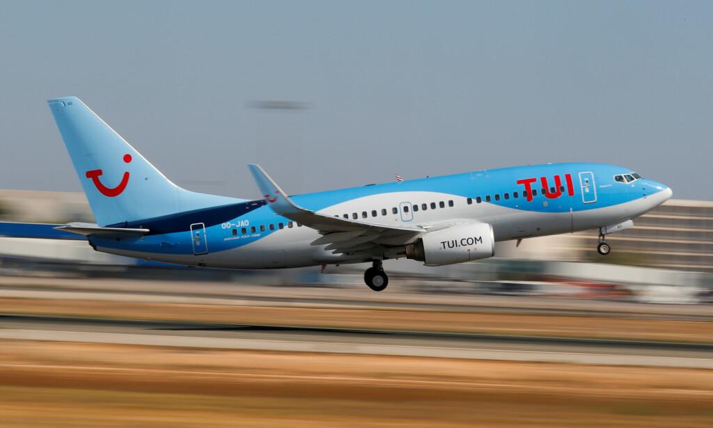 TUI-FLY: Det er kun Tuis egne fly som blir klimakompensert på vegne av kundene. Her letter et slikt fly fra Palma de Mallorca, en norsk sydenfavoritt. Foto: Paul Hanna/Reuters/NTB Scanpix.