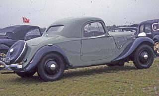 TOSETER: Et utall varianter, her en sjelden 2-dørs coupé. Foto: Geir Hovensjø