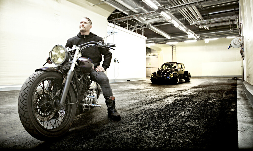 BLACK BEAUTIES: Sven A. Straume fra Bergen med sin lekre Yamaha og den rå Bobla med V6-motor fra Mitsubishi 3000. Foto: Kaj Alver