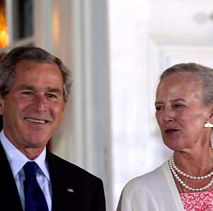 MEKTIG: Samtlige statsledere som tar turen innom Danmark besøker også dronninga. Her er hun fotografert med George W. Bush i 2005. Foto: NTB scanpix