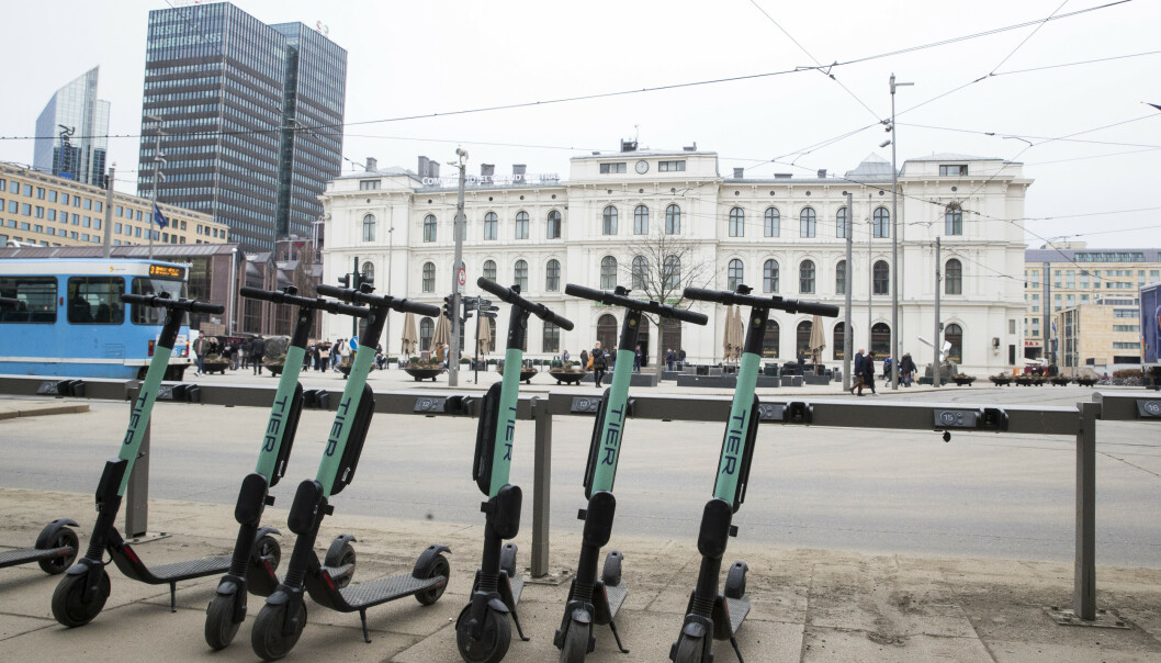 <strong>SPARKESYKKEL FOR TRIKK?:</strong> Går det raskere med elsparkesykkel enn trikk til din destinasjon, kan du snart bruke månedskortet ditt hos Ruter til å leie elsparkesykler fra Tier. Foto: Terje Pedersen/NTB Scanpix.