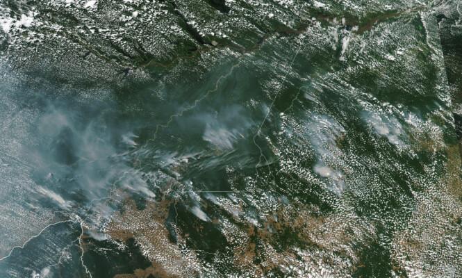 <strong>BRANN:</strong> Dette satellittbildet viser at røyken fra Amazonas er synlig fra verdensrommet. Foto: NASA