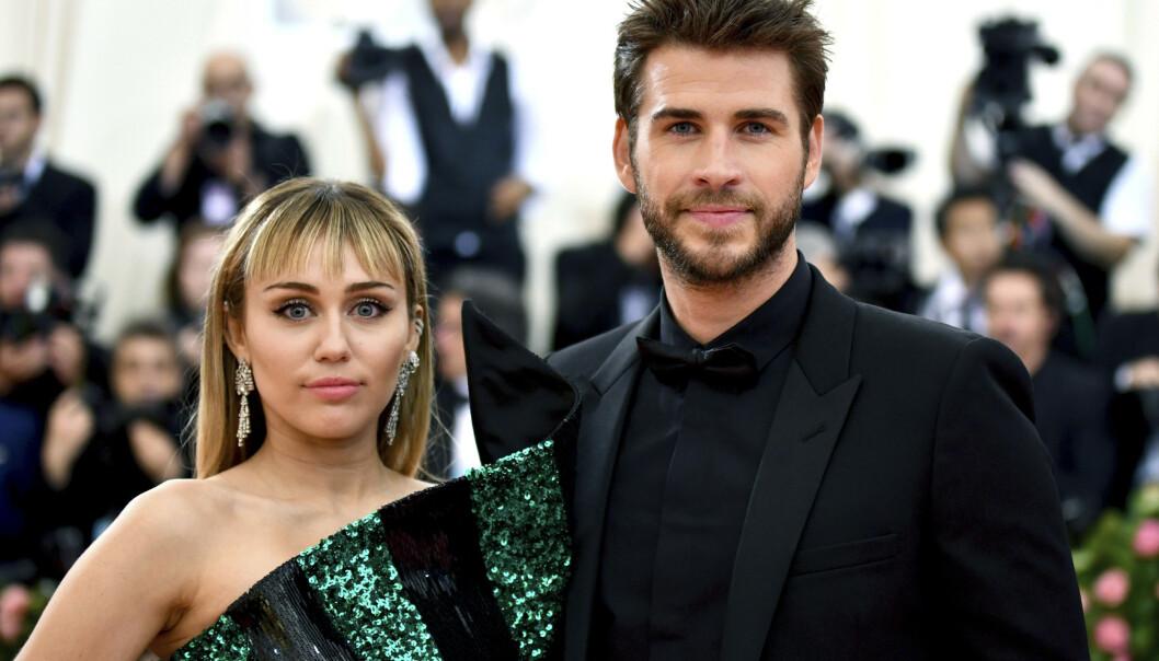 OVER OG UT: Kjærligheten mellom stjerneparet Miley Cyrus og Liam Hemsworth skulle ikke holde. Foto: NTB Scanpix