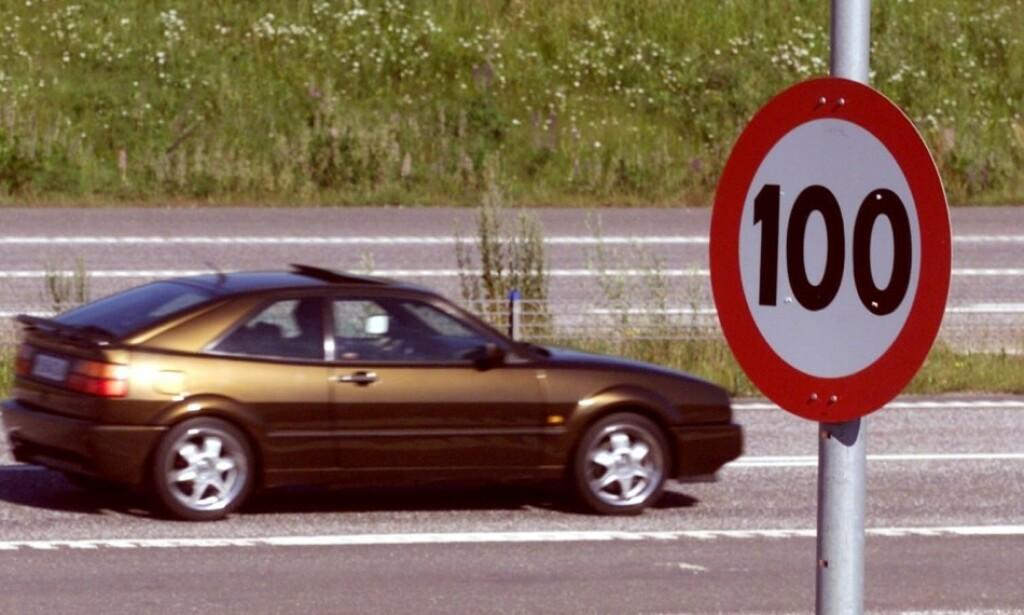 HØYERE FARTSGRENSER: Samferdselsminister Jon Georg Dale fremmer forslag om å øke fartsgrensene på flere veistrekninger i Norge. Foto: Morten Holm/Scanpix