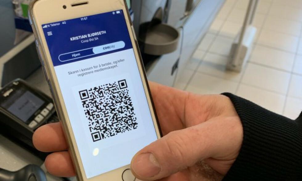 BETAL MED MOBIL: Coops nye app lar deg betale for handleturen med mobilen. Foto: Coop