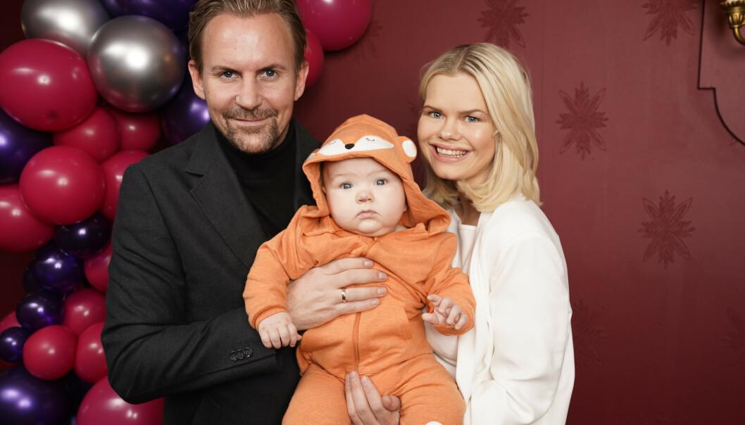 <strong>FERDIG:</strong> Ulrik og Julianne Nygård blir ikke å se i noen ny sesong av »Bloggerne». Her fotografert ved en tidligere anledning, sammen med sønnen Severin. Foto: NTB scanpix / TV 2