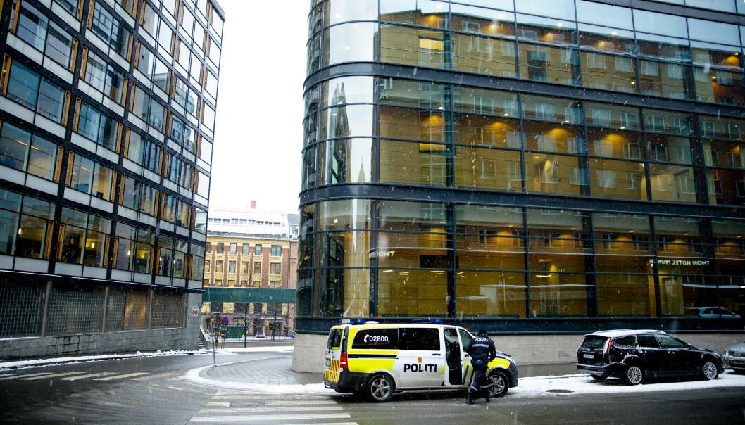 Politi utenfor Borgarting lagmannsrett. Foto: Stian Lysberg Solum / NTB scanpix.