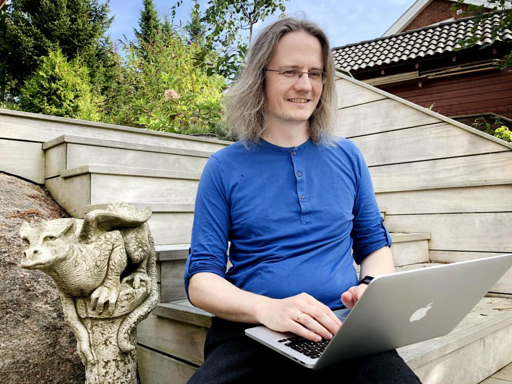 Magnar Sveen jobber til daglig i Kodemaker. På fritida lager han Adventur Delux - et tekstbasert eventyrspill han har jobba med i over 20 år totalt. 📸: Privat