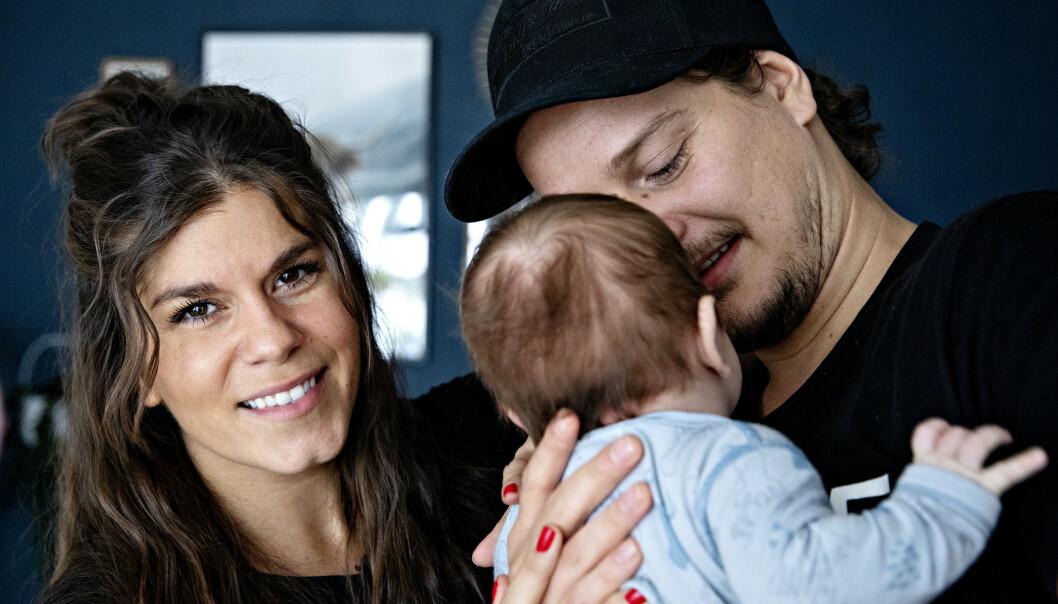 STOLTE: Kristin og Dennis trives godt som nybakte foreldre. Foto: Nina Hansen/ Dagbladet