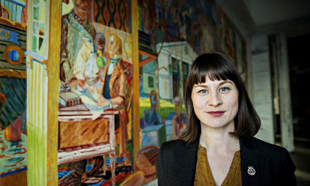 ALVORLIG: Byråd Rina Mariann Hansen ser alvorlig på lista over etterlyste verk, men er glad kommunen har fått en endelig oversikt over hva de mangler. Foto: Nina Hansen