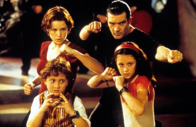 SPIONFAMILIE: Når foreldrene til Carmen og Juni blir kidnappet må søsknene ta saken i egen hender. FOTO: NTB Scanpix