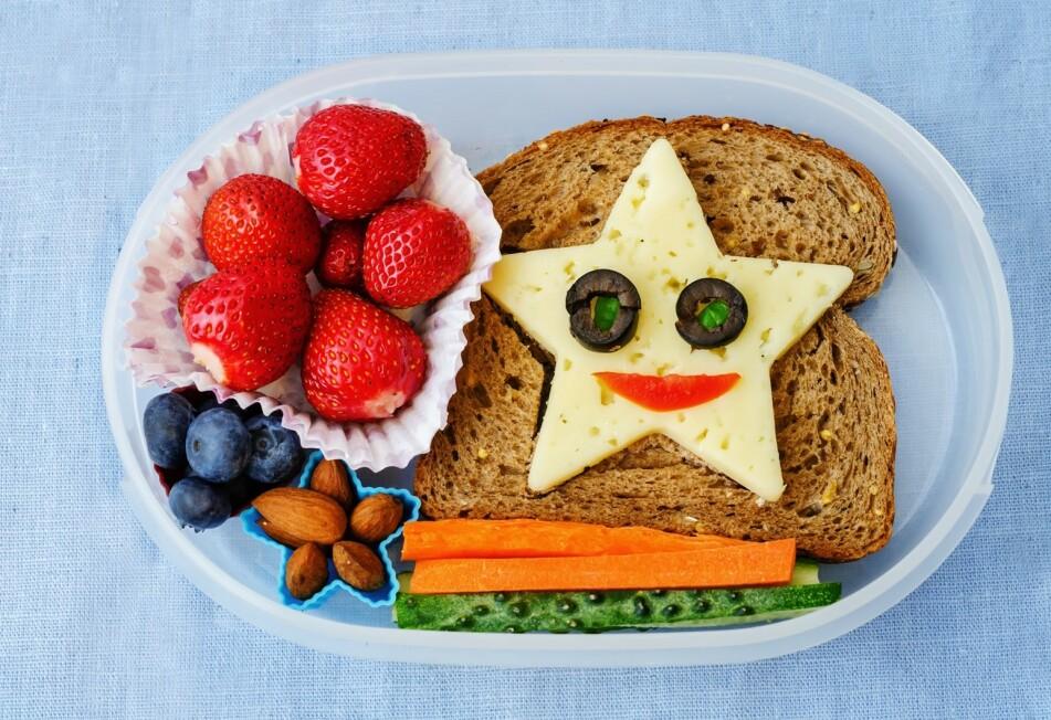 MATPAKKE-PRESS: Småbarnsmoren forteller at hun følte sånn på presset om å ha med kreative matpakker, at hun til slutt valgte å vente med levering til barnehage-frokosten var over. FOTO: NTB Scanpix