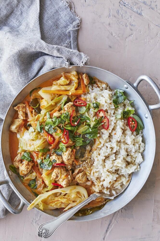 Drømmen om Thailand og palmer blir vekt til live når kokosmelk og limeblader møtes i en sterk currygryte. Tips! Du kan også bruke kyllingfilet eller andebryst i denne retten. FOTO: Winnie Methmann