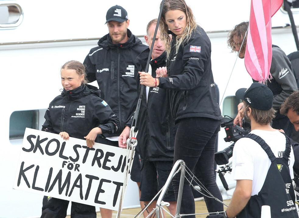 <strong>OVER ATLANTEREN:</strong> Det tok 15 dager for den svenske miljøaktivisten Greta Thunberg og mannskapet Team Malizia å ankomme New York. Pierre Casiragi av Monaco (bak t.v.) stilte seilbåten Malizia II til disposisjon. FOTO: NTB Scanpix
