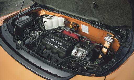 MIDTMONTERT: Vektfordeling i Honda NSXer fordelt perfekt 50/50 foran og bak. Men det krever litt av sjåføren på glatte underlag. Foto: Luc Lacy