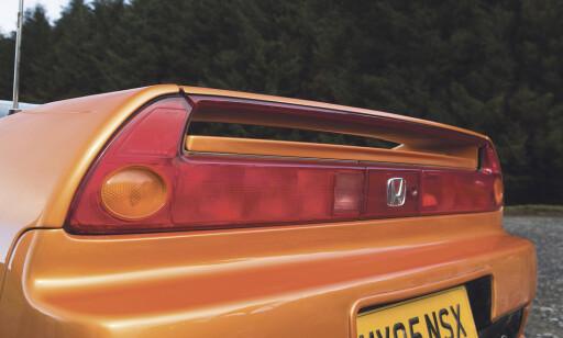 RETROKUL: Integrert hekkspoiler og lys på bredden av bakenden. Dette designelement har faktisk kommet tilbake, med blant annet nye Porsche 992. Foto: Luc Lacy