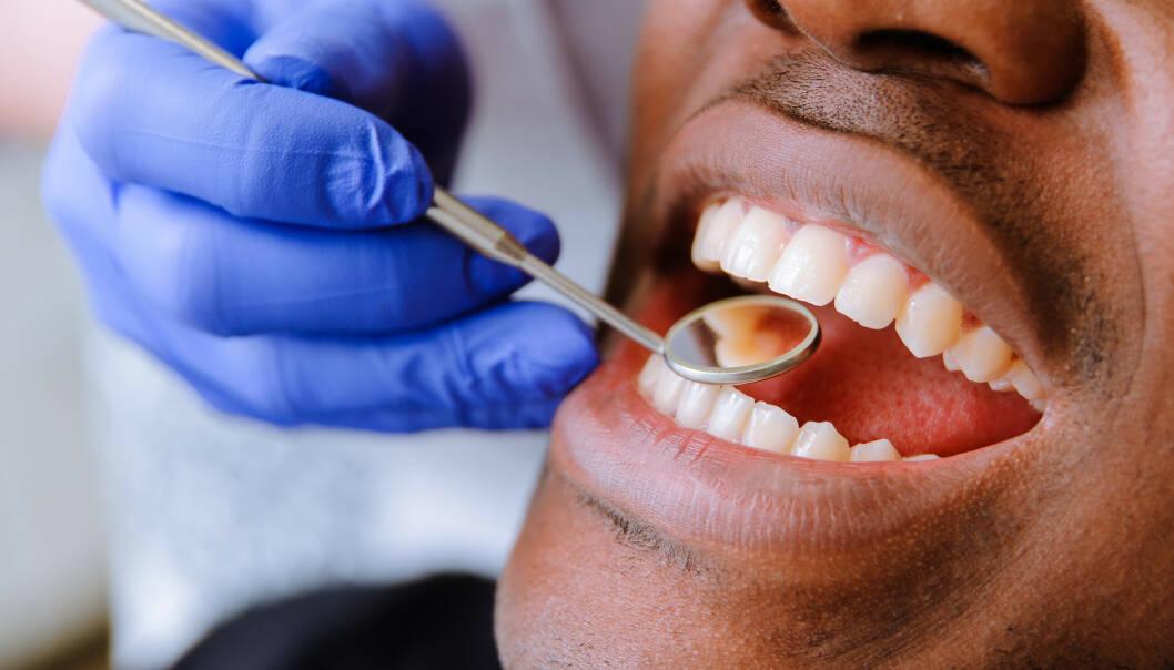 FØRE VAR: Selv om man kan stå for mye av tannpleien selv, er regelmessige tannlegebesøk essensielt for å forebygge plager og skader. Foto: Scanpix