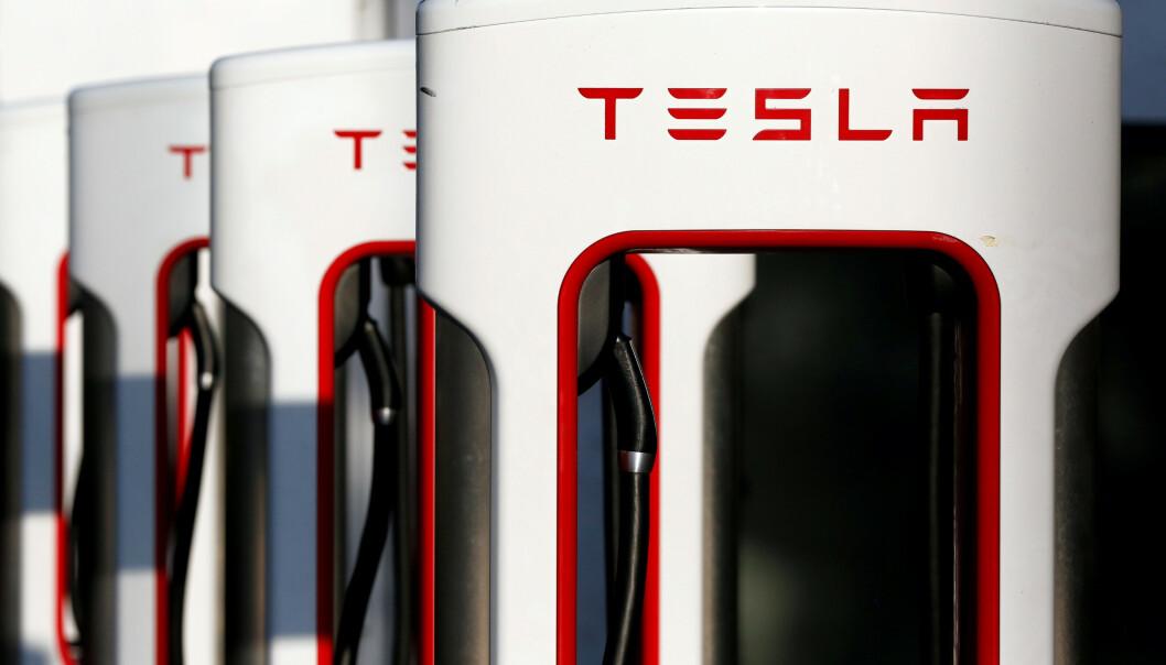 <strong>ØKT EFFEKT:</strong> Nå kan du lade raskere, med høyere effekt, på Tesla Supercharger-stasjoner. Foto: Reuters