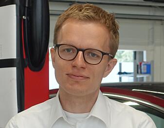 <strong>ØKT EFFEKT:</strong> Kommunikasjonsjef i Tesla Norge, Even Sandvold Roland sier biler vil få inntil 150kW effekt etter oppdatering. Foto: Christina Honningsvåg