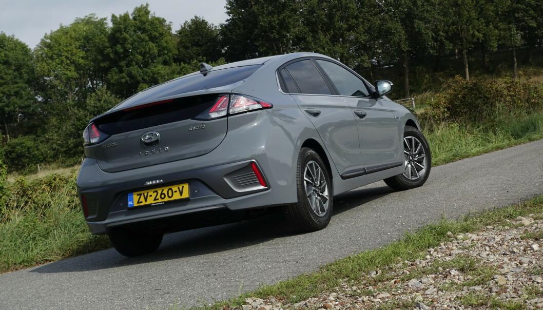 <strong>KJENT SAK:</strong> Du vil fortsatt kjenne igjen Hyundai Ioniq når du ser den, selv etter faceliften. Foto: Rune Nesheim