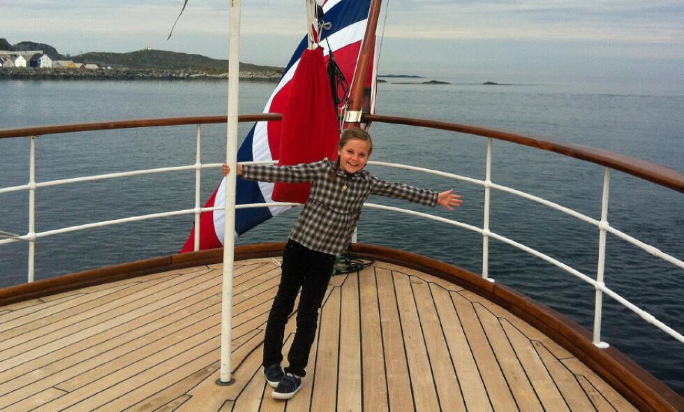 KONFIRMANT: Lørdag konfirmerer prinsesse Ingrid Alexandra seg i Slottskapellet. I den anledning har foreldrene delt en rekke egne bilder av henne. Foto: Kronprinsparet / Det kongelige hoff