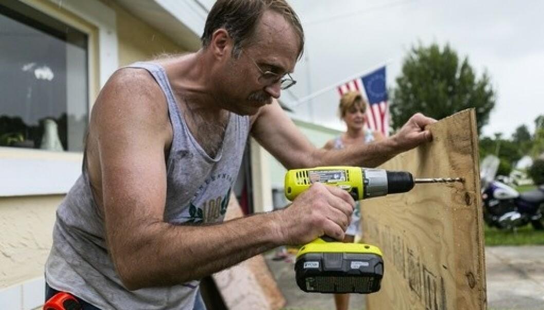 Beboere i delstaten Florida gjør seg klare til å barrikadere seg før orkanen Dorian er ventet å slå inn med enorm kraft. Foto: Matias J. Ocner / AP / NTB scanpix