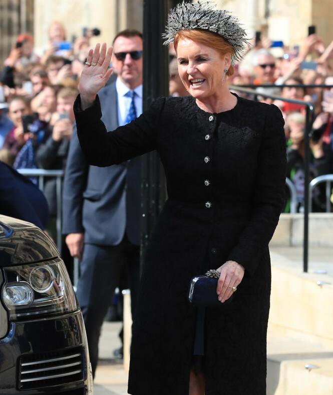 <strong>HERTUGINNEN AV YORK:</strong> Prinsesse Eugenies mor, hertuginne Sarah, var også på plass i det heller sjeldne bryllupet i byens katedral. Foto: NTB Scanpix