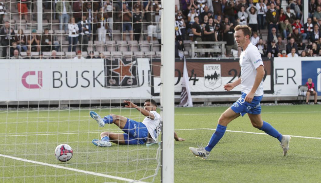 <strong>1-0:</strong> Her har Moldes Ohi Omoijuanfo akkurat satt inn 1–0 for Molde mot Mjøndalen. Foto: Terje Bendiksby / NTB scanpix.