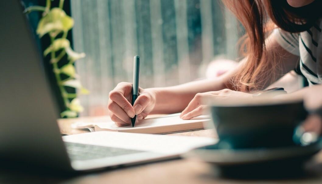 UNNGÅ SKRIVEFEIL: Det er viktig å unngå skrivefeil i en jobbsøknad. FOTO: Shutterstock