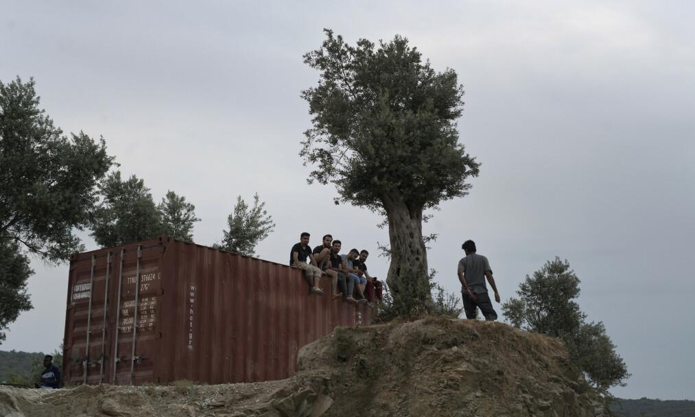 KLARER IKKE MER: FN krever at greske myndigheter evakuerer barn fra Moria til trygge alternativer. Men å kreve ytterligere fra et land som står med brukket rygg, hva asylmottak angår, kommer man ingen vei med. Når skal FN kreve at resten av Europa redder livet til disse barna, spør innsenderen. Foto: Petros Giannakouris / AP / NTB Scanpix