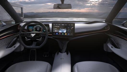 SKJERMER: To skjermer skal gi både fører og passasjer informasjon om bilen og infortainment. Foto: Seat