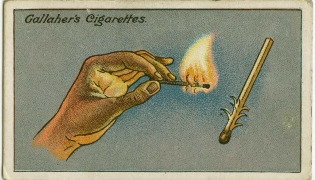 TENNE FYRSTIKK I VINDEN: Et velkjent problem for de røykelystne. Her er løsningen på problemet illustrert på samlekort man kunne finne i gamle sigarettesker. Foto: Gallaher's Cigarettes.