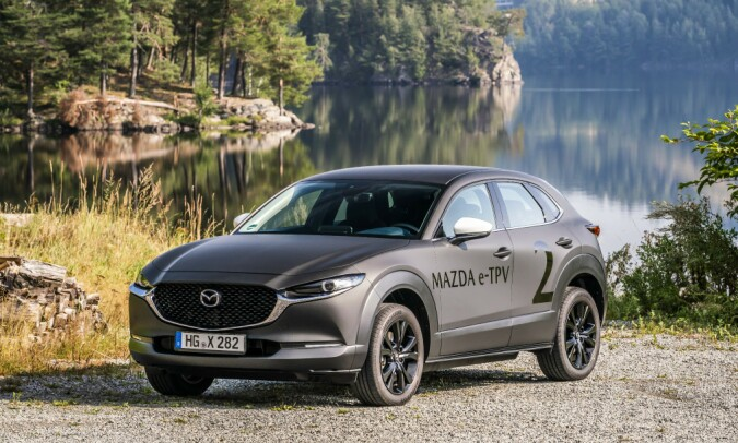 <strong>NORGESBESØK:</strong> Mazda tok med seg et knipe biler for å vise en håndfull journalister.