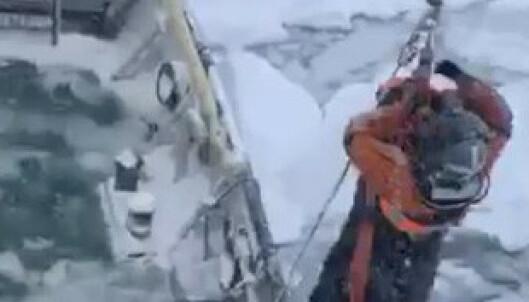 Svensk skip fast i isen ved Svalbard – har kommet seg løs