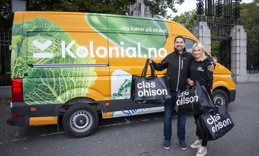 <strong>NY MATCH:</strong> Karl Munthe-Kaas og Stine Trygg-Hauger, administrerende direktører i henholdsvis Kolonial.no og Clas Ohlson, gleder seg over det nyinngåtte samarbeidet. Foto: Kolonial.no.