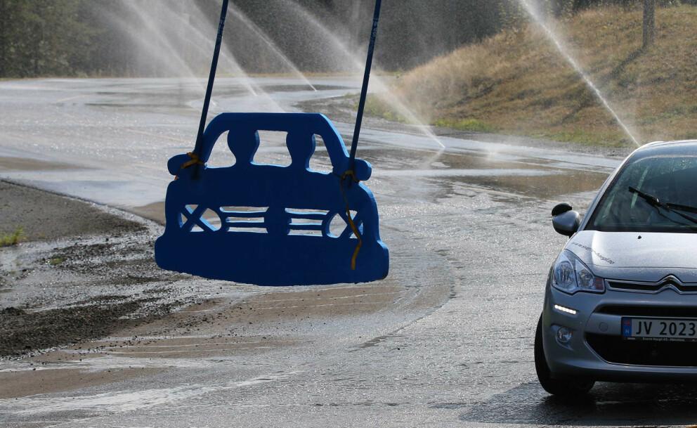 <strong>ELBIL PÅ GLATTA:</strong> Første lørdagen i september kan man prøve ut elbilen på glatt føre på landets øvingsbaner. Foto: NAF