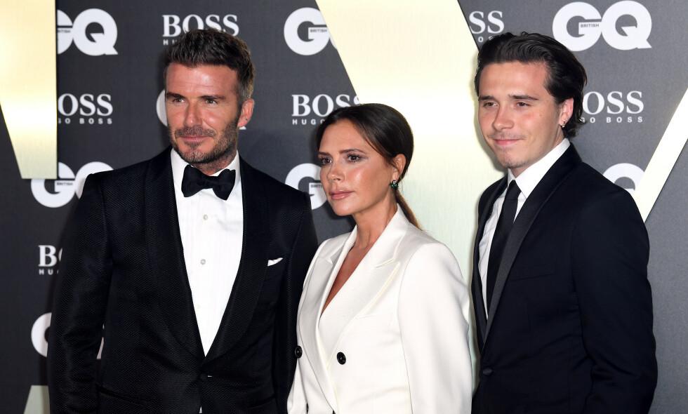 MATCHET: David, Victoria og Brooklyn Beckham dukket opp på den røde løperen til GQ sin årlige prisutdeling Men Of The Year tirsdag kveld. Foto: NTB Scanpix