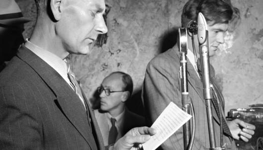 VINNER: Statsminister Einar Gerhardsen holder sin radiotale etter at valgseieren er et faktum. (Foto: NTB Scanpix)