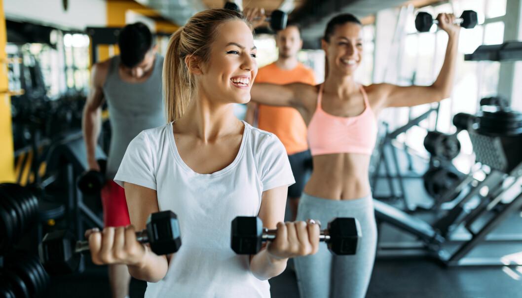 KLÆR PÅ TRENINGSSENTER: Er det egentlig treningssenterne som kan bestemme hvilke klær du kan trene i? FOTO: NTB scanpix
