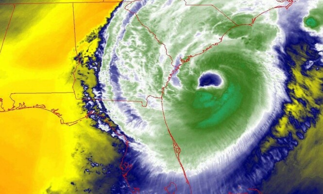 DORIAN: Slik er Dorian plassert torsdag morgen, norsk tid. Orkanen beveger seg fra Bahamas mot kysten av USA. Foto: National Hurricane Center