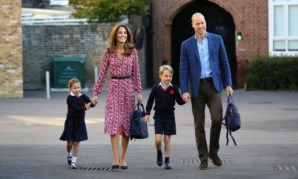FØRSTE SKOLEDAG: Hertuginne Kate og prins William fulgte sine to eldste barn til skolen St. Thomas's Battersea. Foto: NTB Scanpix