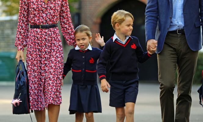 MED STOREBROR: Prins George går allerede ved skolen som prinsesse Charlotte nå begynner på. De gikk derfor sammen til første skoledag 5. september. Foto: NTB Scanpix