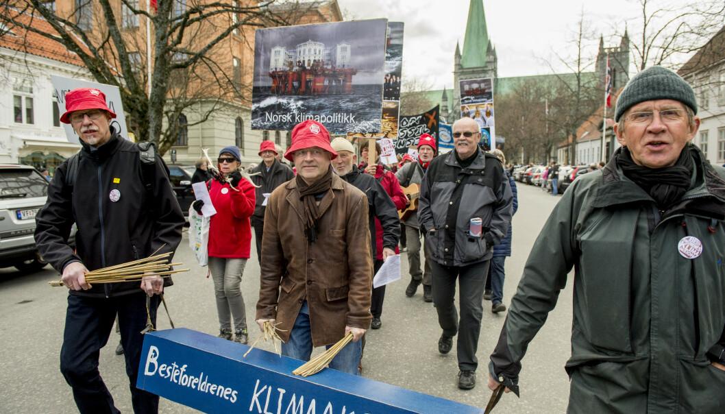 <strong>AKSJONERER:</strong> Aksjonister fra Besteforeldrenes klimaaksjon demonstrerer i Trondheim. (Foto: NTB/Scanpix)
